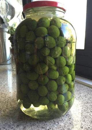 split olives in brine