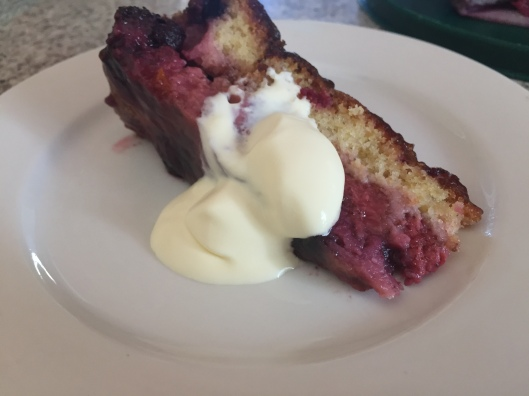 serve berry cake with cream