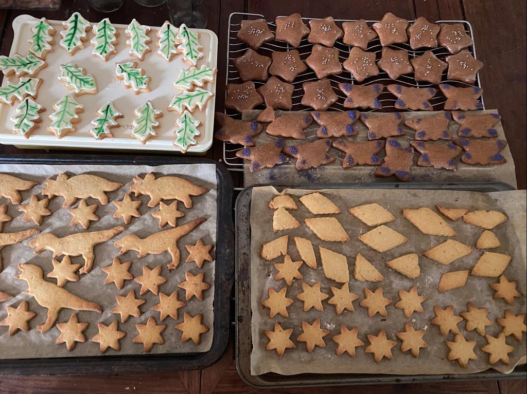 Iced sugar cookies, Lebkuken and spiced stars