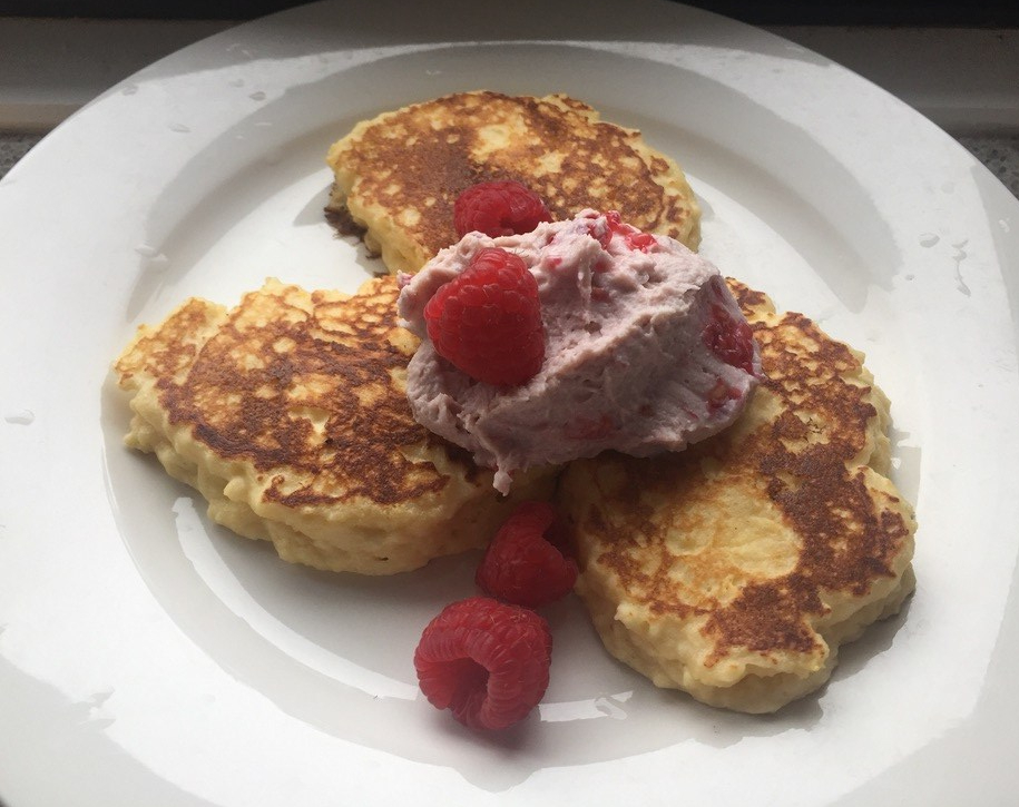ricotta hotcakes with raspberry ricotta mousse and raspberries