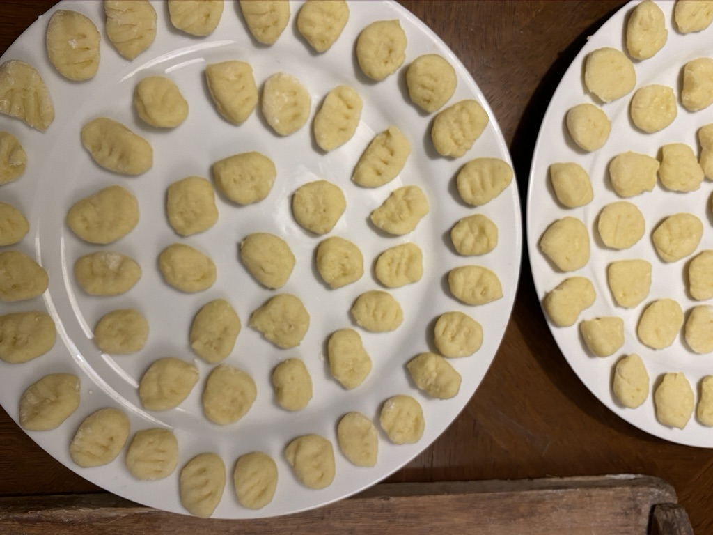 arrange gnocchi on plates without touching